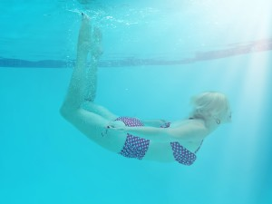 woman underwater, August astrology