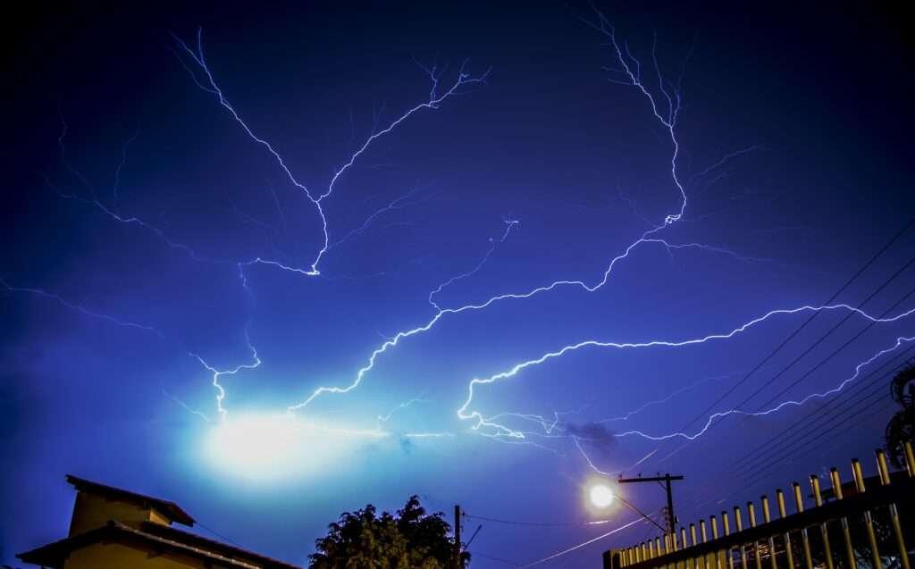 Leo, Uranus lightning