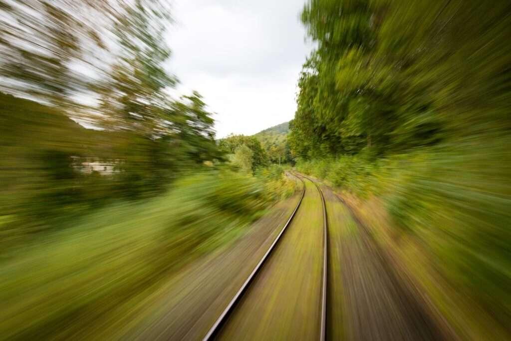 train travel, Leo eclipse