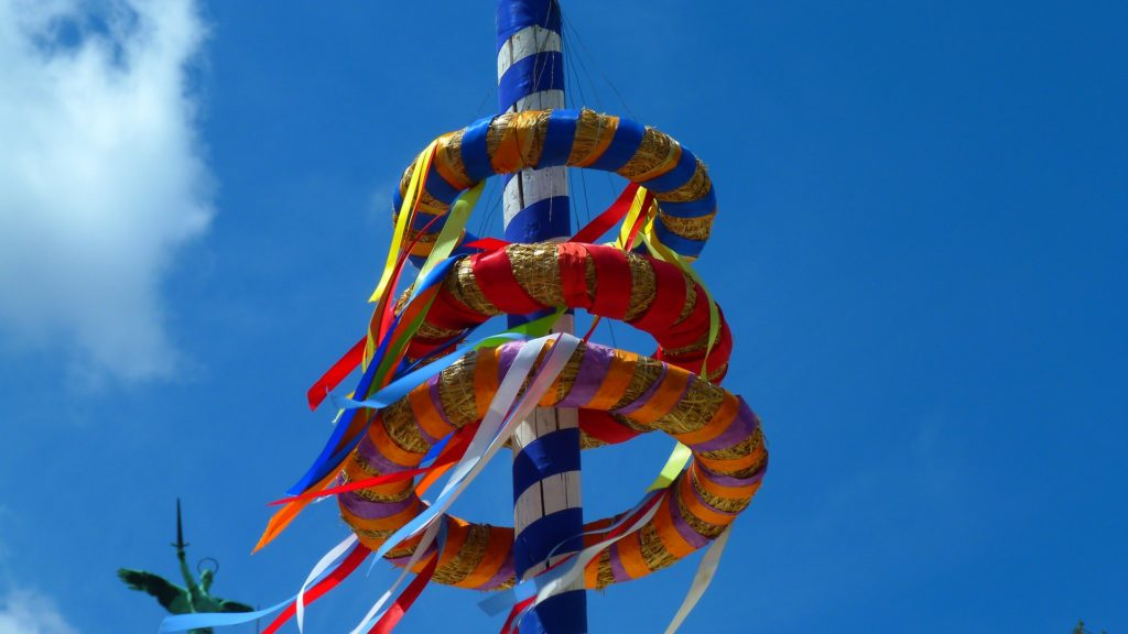 Cancer, maypole