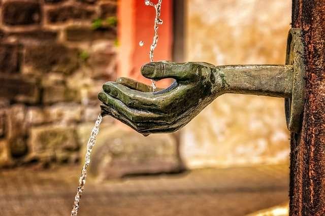 hand receiving water, Mercury in Pisces
